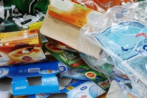 Le suremballage : une montagne de déchets d'emballages alimentaires cartons et plastiques !